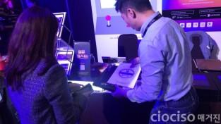 [크기변환] 900유첨1. 게임즈 온 AWS 행사 사진.jpg